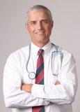 Portrait des lächelnden Doktors lizenzfreie stockbilder