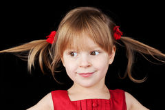 Portrait des lächelnden kleinen Mädchens stockfotos