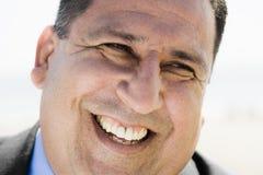 Portrait des lächelnden Mannes lizenzfreies stockfoto