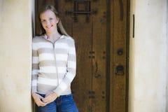 Portrait des lächelnden Tween-Mädchens Lizenzfreies Stockfoto