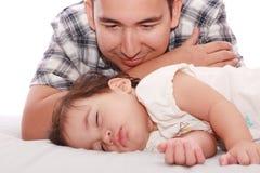 Portrait des liebevollen Vaters und seines Schätzchens Lizenzfreie Stockbilder