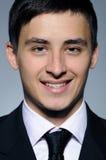 Portrait des lustigen Geschäftsmannes in der formalen Klage Lizenzfreies Stockfoto