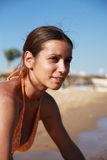 Portrait des Mädchens auf dem Strand Stockfotos