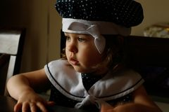 Portrait des Mädchens in der Fenster-Leuchte Lizenzfreie Stockfotografie