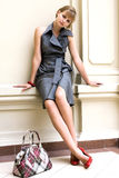 Portrait des Mädchens in einem modernen Kleid Lizenzfreies Stockbild