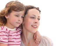 Portrait des Mädchens ihre Mutter umfassend, getrennt Stockbilder