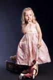 Portrait des Mädchens im rosafarbenen Kleid. Lizenzfreie Stockfotos