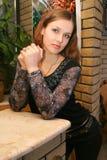 Portrait des Mädchens innen Lizenzfreie Stockfotos