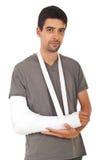 Portrait des Mannes mit der gebrochenen Hand Lizenzfreie Stockbilder