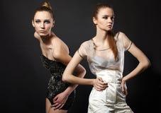 Portrait des modèles de femme de mode de couples Photographie stock