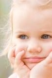 Portrait des recht kleinen Mädchens Stockfotos