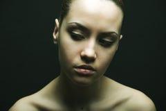 Portrait des reizvollen Mädchens der Schönheit Stockfotografie