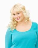 Portrait des schönen blonden Frauenlächelns Stockfotos