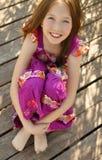 Portrait des schönen jugendlich Mädchens draußen Stockbilder