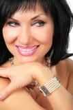 Portrait des schönen lächelnden Brunette stockfoto
