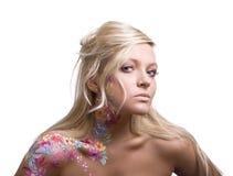 Portrait des schönen Mädchens mit Blumenbodyart Lizenzfreies Stockbild