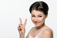 Portrait des schönen Mädchens mit dem braunen Haar Lizenzfreie Stockbilder
