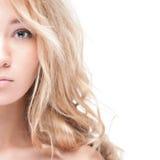 Portrait des schönen reizvollen Mädchens getrennt auf Weiß. Lizenzfreie Stockbilder