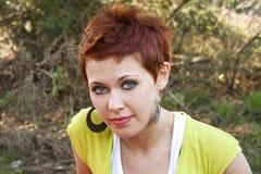 Portrait des schönen roten Haarmädchens Stockfotos