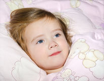 Portrait des Schlafens des kleinen Mädchens Stockfotos