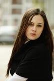 Portrait des schönen Mädchens draußen Lizenzfreie Stockfotos