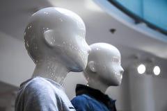 Portrait des simulacres blancs dans le magasin Images libres de droits