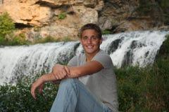 Portrait des stattlichen jungen Mannes Lizenzfreie Stockfotografie