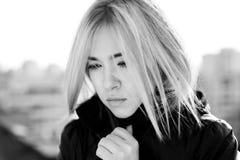 Portrait des traurigen blonden Mädchens Stockfotos