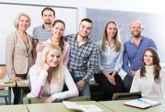 Portrait des étudiants adultes à la classe Photographie stock libre de droits