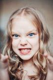 Portrait des verärgerten kleinen Mädchens Stockfotografie