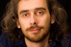 Portrait des vollen Gesichtes des jungen erwachsenen Mannes lizenzfreies stockbild
