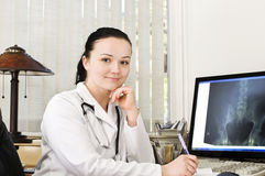 Portrait des weiblichen Doktors lizenzfreies stockfoto