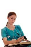 Portrait des weiblichen Doktors in der grünen Uniform Stockfotografie