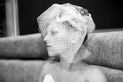 Portrait des wundervollen Mädchens mit einem Brautschleier Stockfotografie