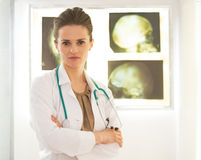 Portrait of doctor woman in front of lightbox Royalty Free Stock Photography
