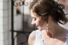 Portrait doux et sensuel de jeune mariée très belle Images libres de droits