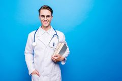 Portrait du Doc. beau et attrayant dans des lunettes, eyewear, pour photos libres de droits