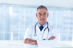 Portrait du docteur masculin dans l'hôpital photo libre de droits