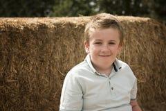 Portrait du garçon douze an dehors photo libre de droits