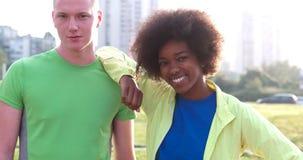 Portrait du groupe multi-ethnique des jeunes sur pulser Photographie stock
