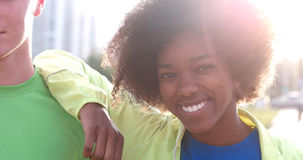 Portrait du groupe multi-ethnique des jeunes sur pulser Photo libre de droits