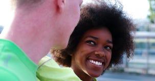 Portrait du groupe multi-ethnique des jeunes sur pulser Photos libres de droits