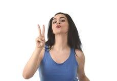 Portrait du jeune beau sourire hispanique de femme heureux et décontracté Photo libre de droits