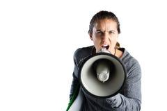Portrait du jeune entraîneur féminin annonçant sur le mégaphone Image libre de droits