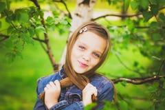 Portrait du joli sourire de l'adolescence de fille Image libre de droits
