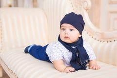 Portrait du petit sourire heureux de bébé garçon Photographie stock libre de droits