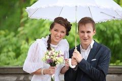 Portrait du rétro mariage de jeune homme et de femme Images stock