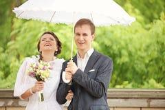 Portrait du rétro mariage de jeune homme et de femme Image stock