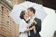 Portrait du rétro mariage de jeune homme et de femme Photos stock