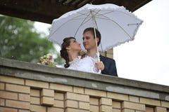 Portrait du rétro mariage de jeune homme et de femme Photographie stock libre de droits